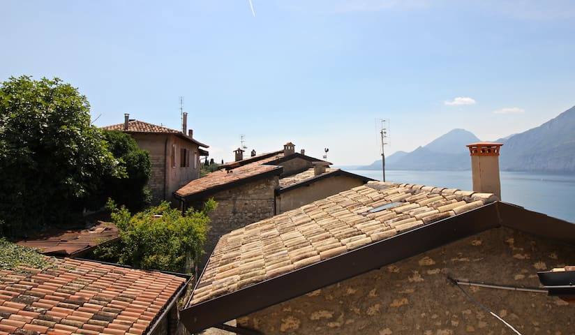 Charming apartment on the Garda lake (carbonera)