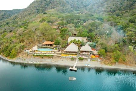 Villa de 3 habitaciones en Laguna de Apoyo - Catarina