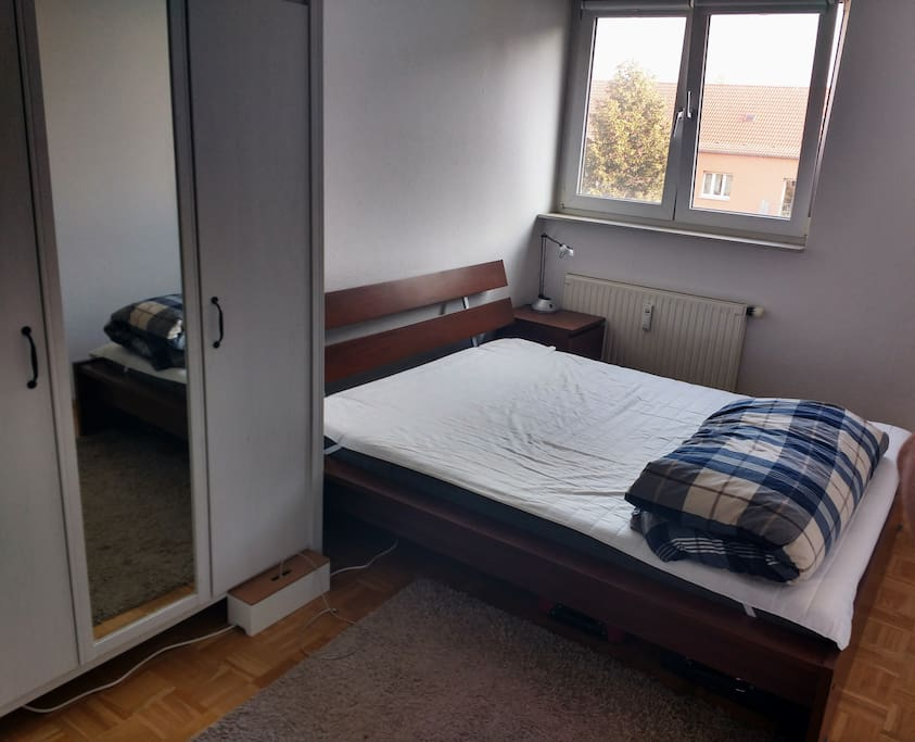 Bedroom with fresh linens and a very comfortable bed.