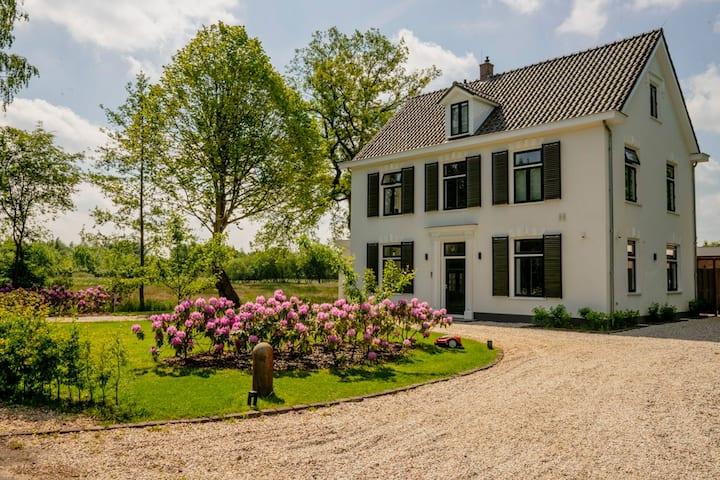 Luxe villa midden in de natuur