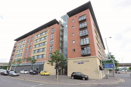 Modern spacious double room in Belfast City Centre - Belfast - Apartment