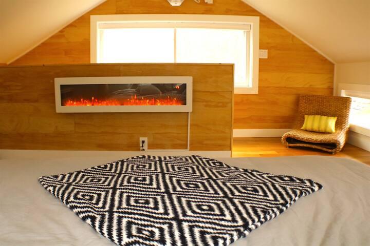 TOTAL ZEN Modern Creekside Cabin /Escape to Nature