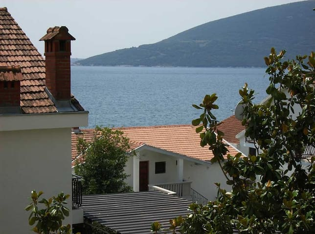 Apartment 80m2 in quiet area 80m from the sea - Herceg Novi