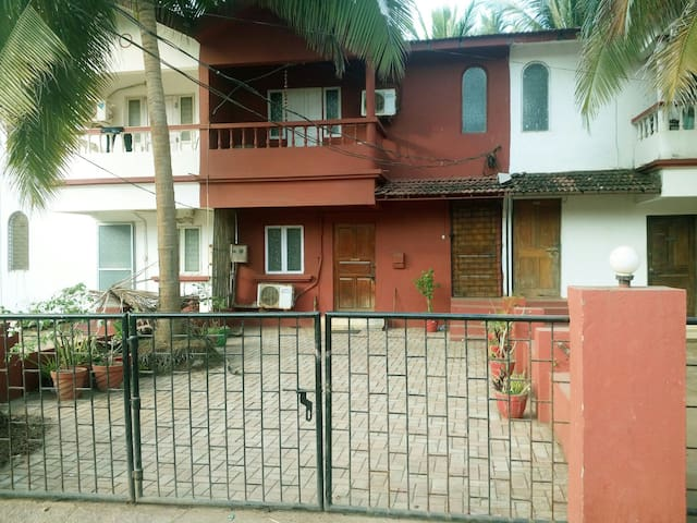 Gorgeous Red Villa near Candolim Beach - Candolim - Huis