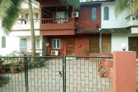 Gorgeous Red Villa near Candolim Beach - Candolim