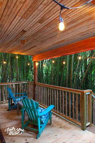 Lindsay Appell's gorgeous picture of the treehouse porch.