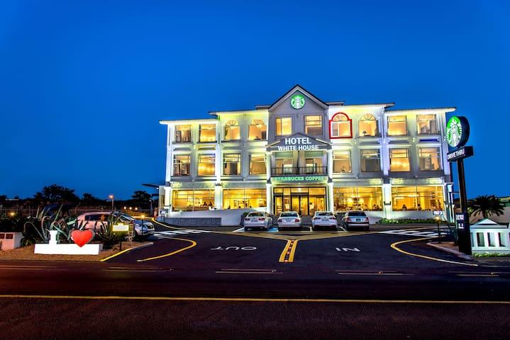 Hotel White House Jeju - Seohaean-ro, Cheju - Herberge