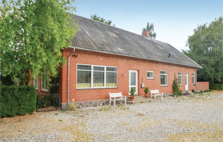 Former farm house with 4 bedrooms on 180m² in Sakskøbing