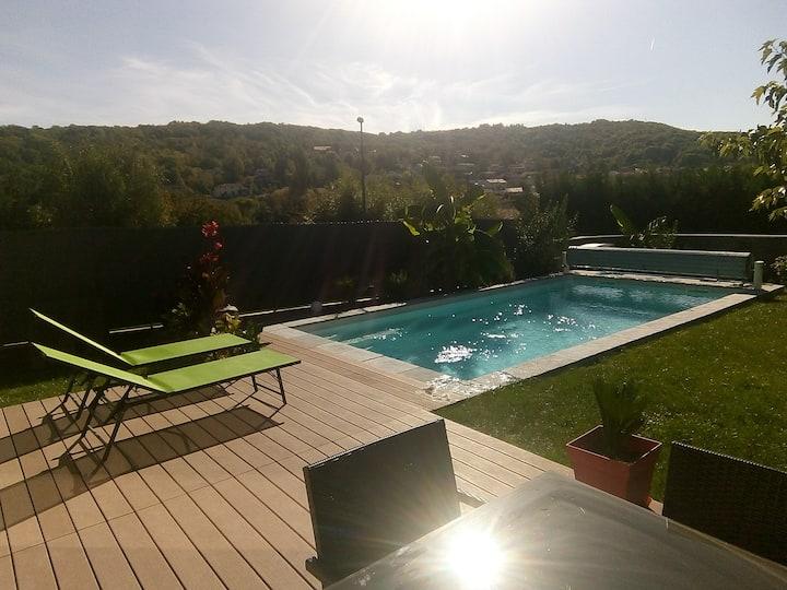 Maison Clermont-Ferrand, cadre agréable, piscine