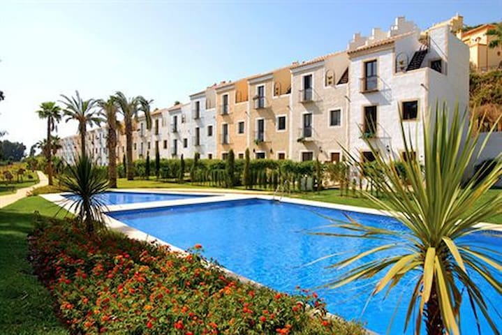 Townhouse with parking and pool- Costa Del Sol