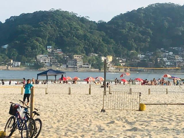 Apê em São Vicente Gonzaguinha Pé na areia.