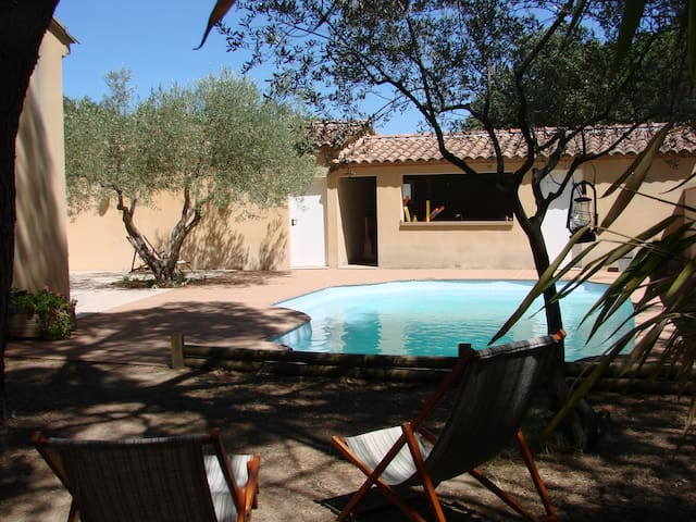 Maison avec piscine et studio attenant