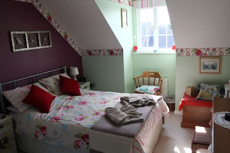 Large double room with en-suite shower room - Dereham - 独立屋