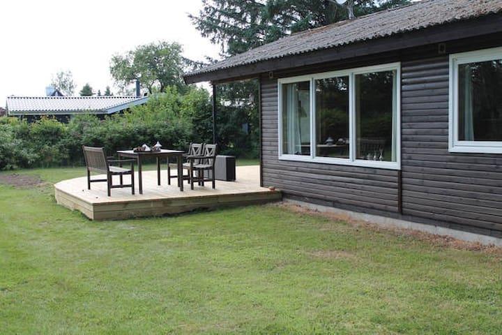 Sommerhus Marielyst med skøn terrasse nær strand - Væggerløse