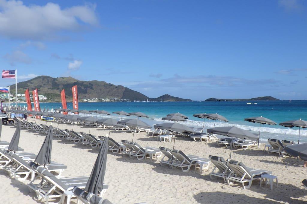 La plage est à 2mn à pied