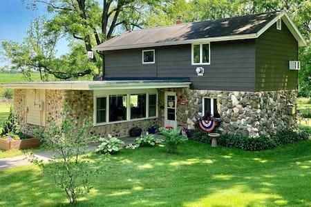 Lake Geneva area house 5 mins to lake!