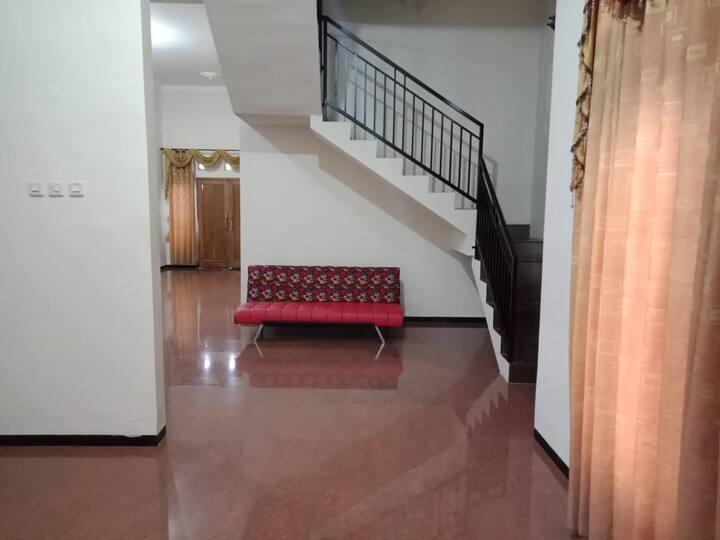 """""""Griya Mazaya"""" Guest House"""