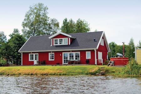5 Bedrooms Home in Stensjön - Stensjön - 一軒家