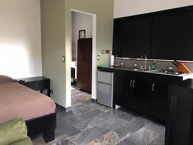 Moderno y cómodo apartamento céntrico.