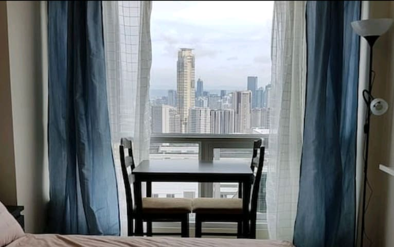 Studio with Awesome View near Greenbelt Makati