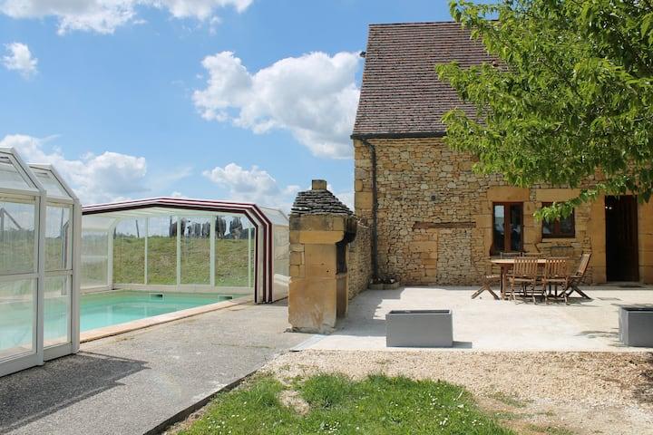 Le Double, maison avec piscine couverte à Beynac