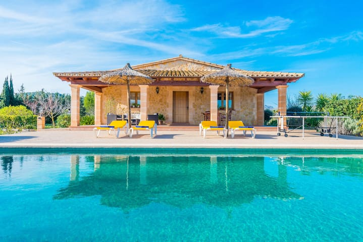 Traditional villa with a private pool, Wi-Fi, garden and terrace