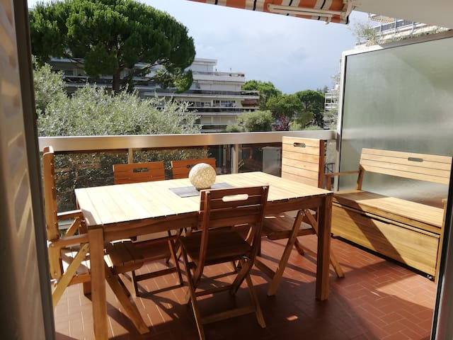 Cosy, cute studio apartment 5 min  from the beach