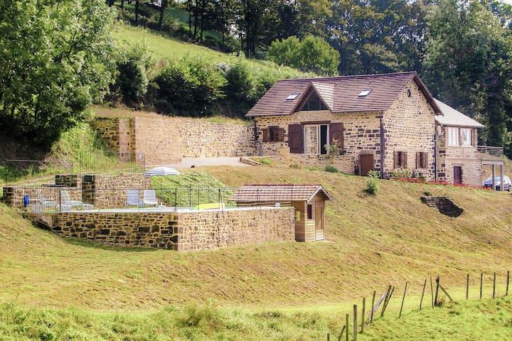 Villa única con piscina privada en un entorno verde de Sérilhac