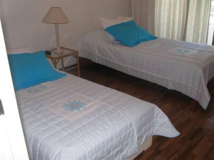 2 camas con 2 camas marineras y terraza, gran vista