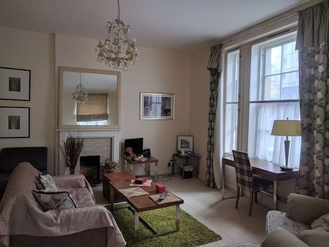 Spacious room in a shared flat at the city centre