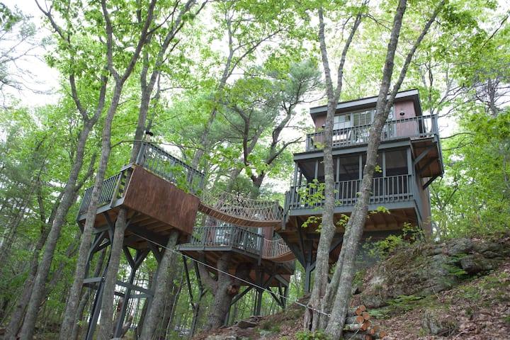 Modern Tree Dwelling w/Water Views+Cedar Hot Tub