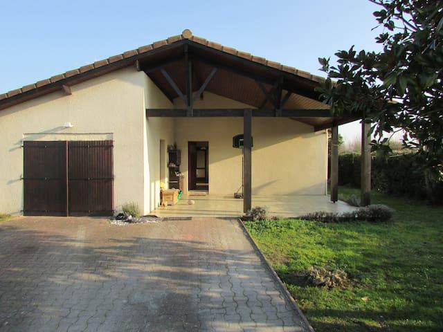 maison avec piscine - Parempuyre - Hus
