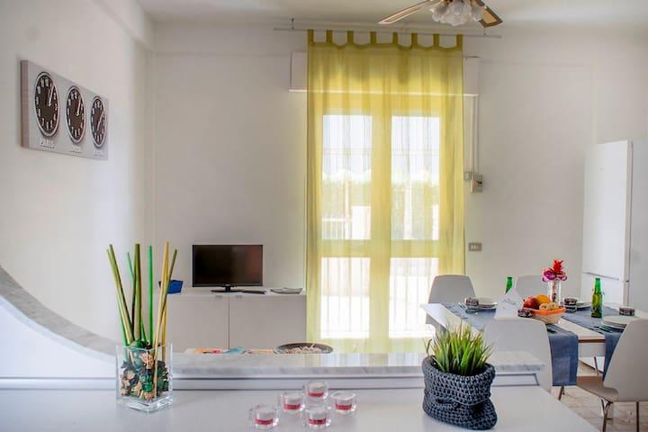"""""""Nettuno"""" luminoso appartamento con veranda"""