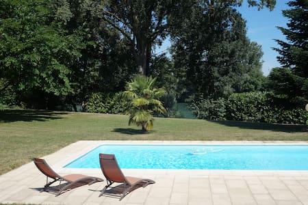 Petit coin de paradis proche Lyon - Chavanoz - Willa