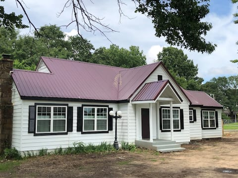 Janeway House - Fully Remodeled Cottage