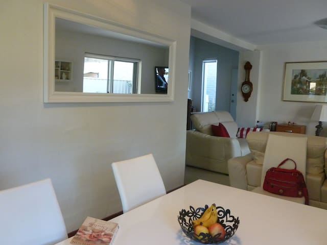 Light and modern apartment in central Perth - Crawley