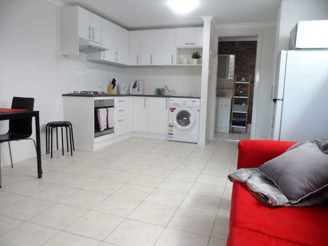 Studio Belissimo! - Brand New Studio Apartment - Nambucca Heads - Flat