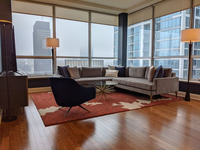 Penthouse In Rittenhouse Sq. | Gym, Office & Views