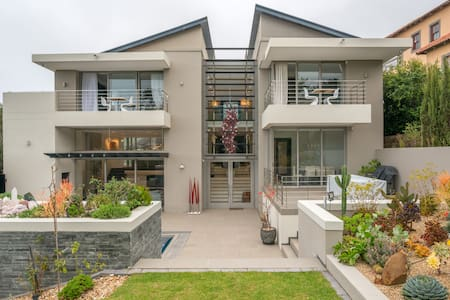 4 Bedroom Modern Villa in Hout Bay