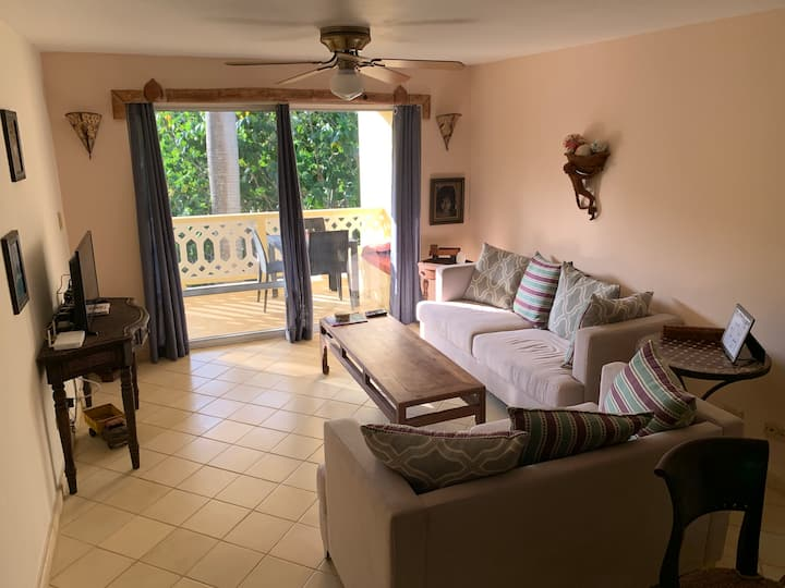 Tranquil 2BR/2BA Corner Unit Minutes from Beach
