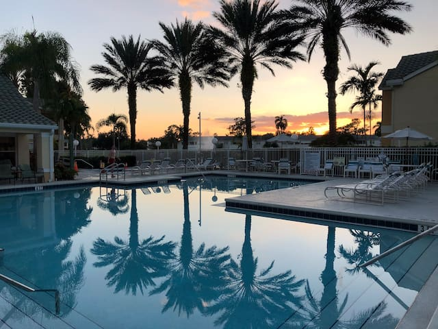 Beautiful two bedroom condo in Venetian Palms