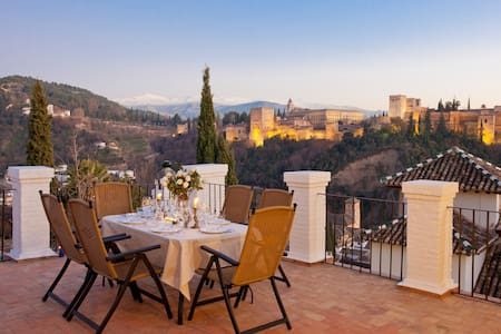 Alhambra Views from Carmen de Los Moriscos - Granada - Villa