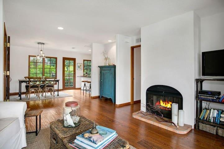 Upscale Cozy 1 Bedroom Condo ~ Monthly Rental