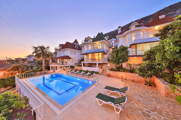 3House Apart, 2+1 Flat with Seaview & Pool