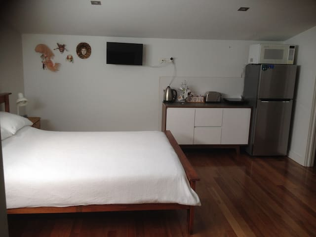 Private Sunny Studio Apartment