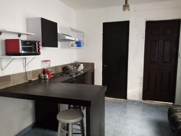 Homely well-lighted loft w/all services near WTC.