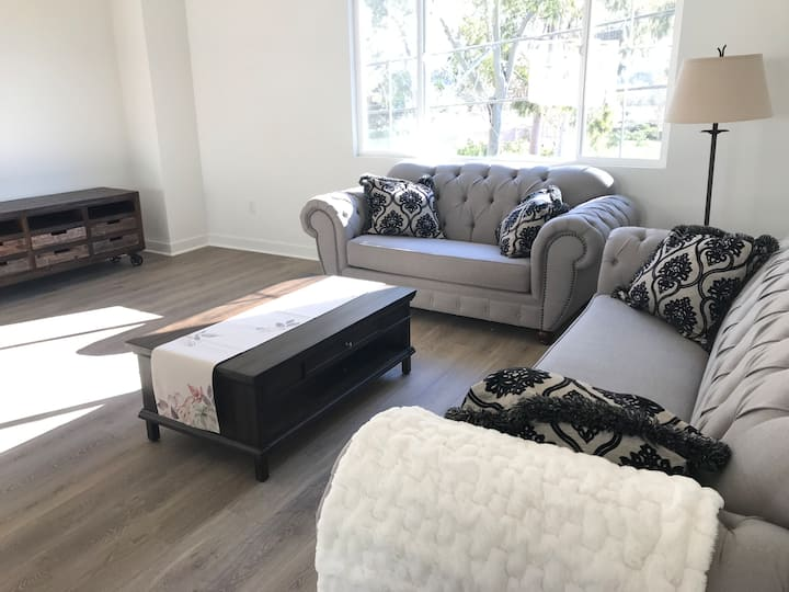 Beautiful Home 2 Miles to UCSB and Beaches-1