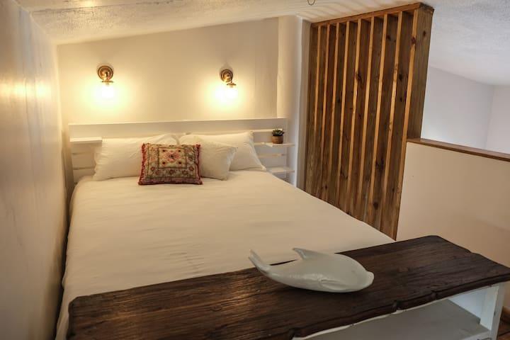 Mezzanine bedroom with Queen size bed