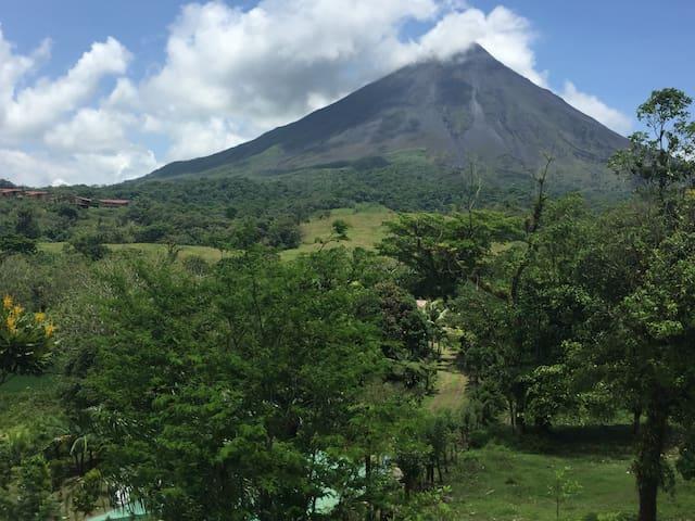 Hab privada- Vista Volcan-Entrada Baldi-Cena - San Carlos - Bed & Breakfast