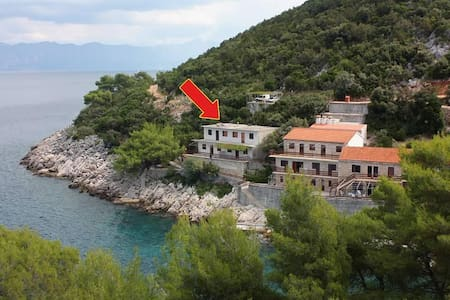 One bedroom apartment near beach Uvala Pobij, Hvar (A-5712-c) - Gdinj - Byt